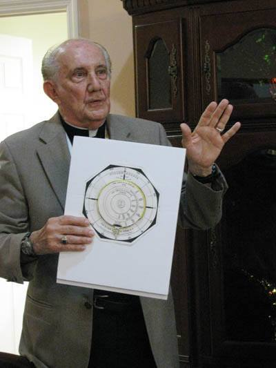 Jesuit Father Pedro Cartaya explains the use of the cyclonoscope. (Photographer: ROCIO GRANADOS | LVC)